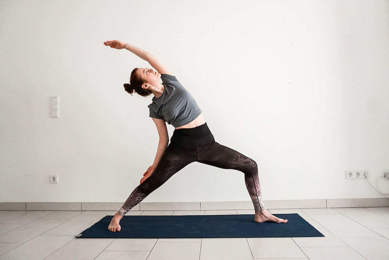 yoga poses for beginners - reverse warrior