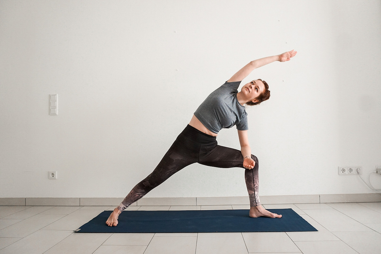 yoga poses for beginners - extended side angle