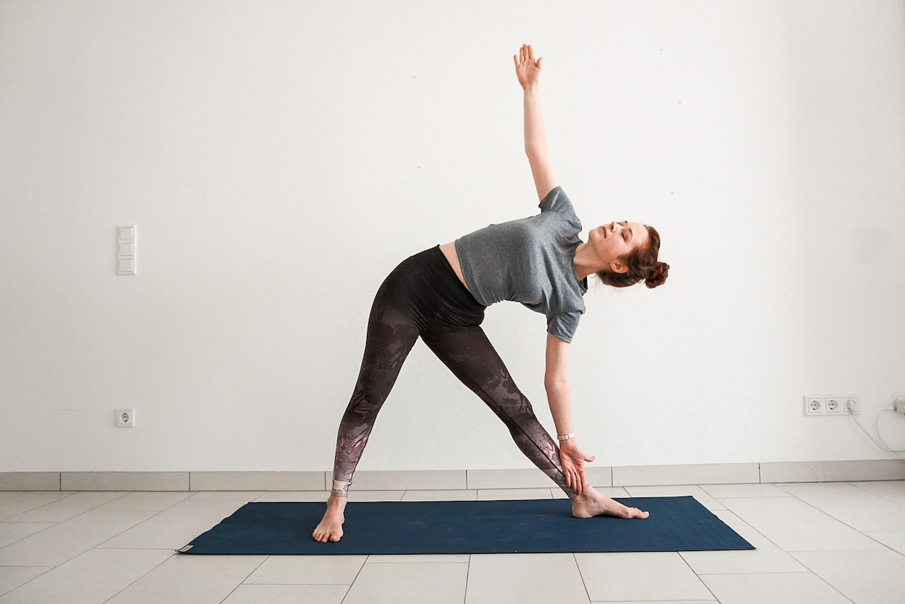 yoga poses for beginners - triangle pose