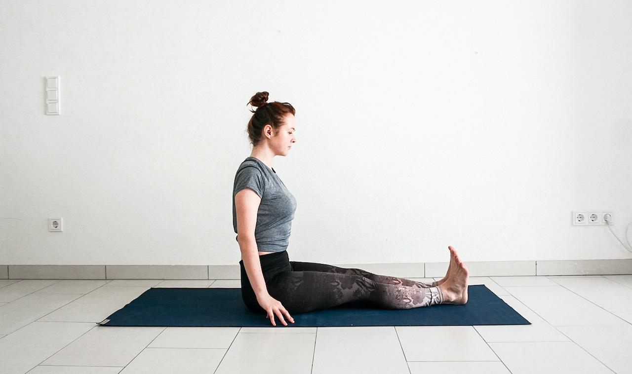 yoga poses for beginners - dandasana