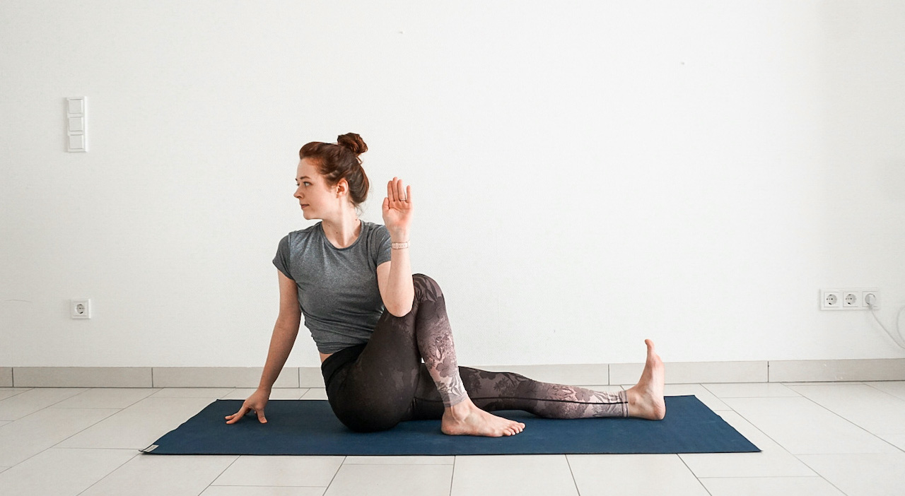 yoga poses for beginners - seated spinal twist