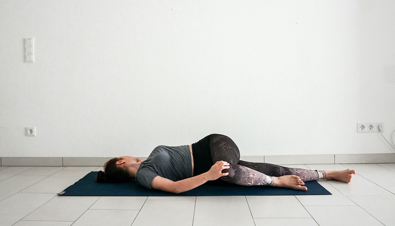yoga poses for beginners - supine spinal twist