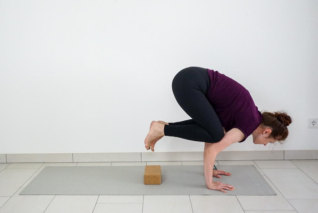 how to do crow pose with a yoga block