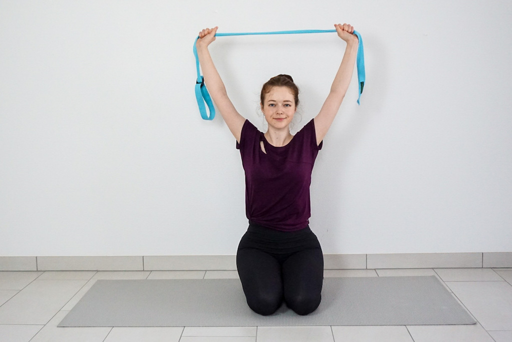 how to use yoga strap for beginners