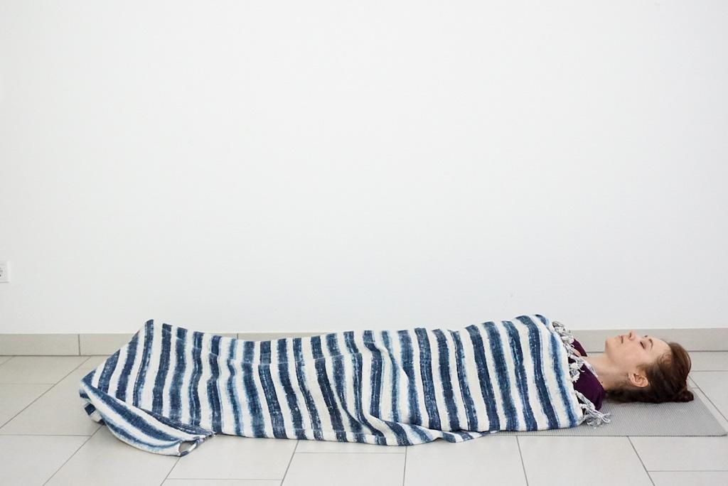 10 ways to use yoga blanket