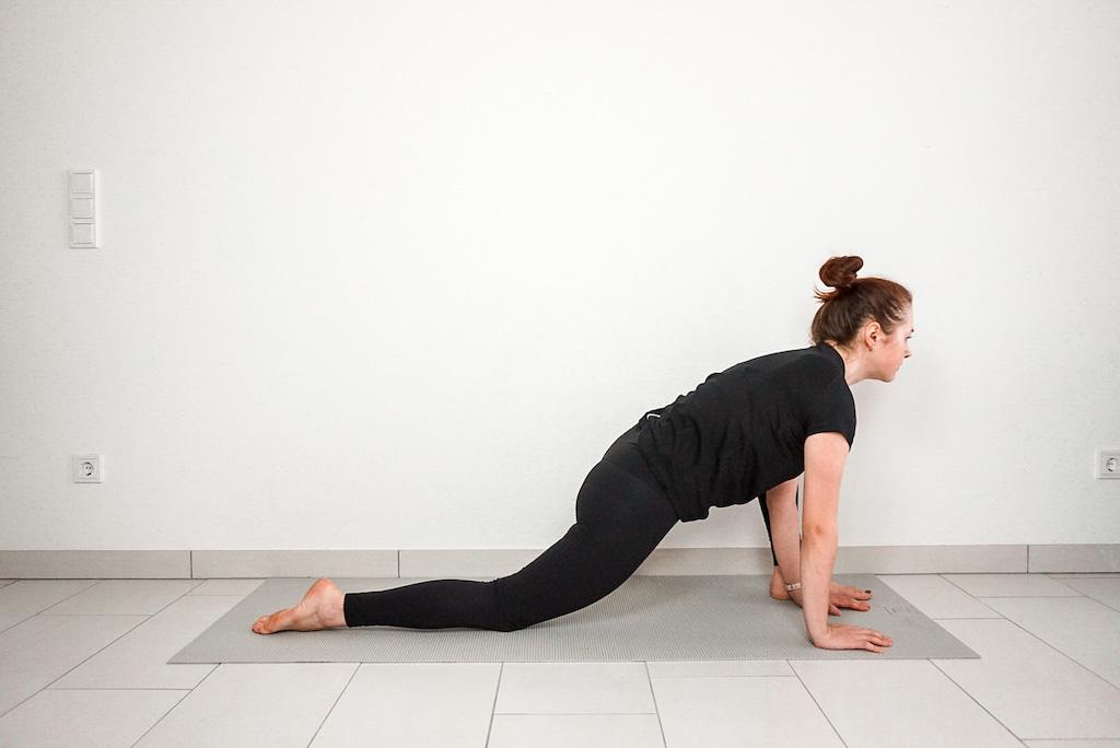 beginner yoga lizard pose yoga poses for tight hips