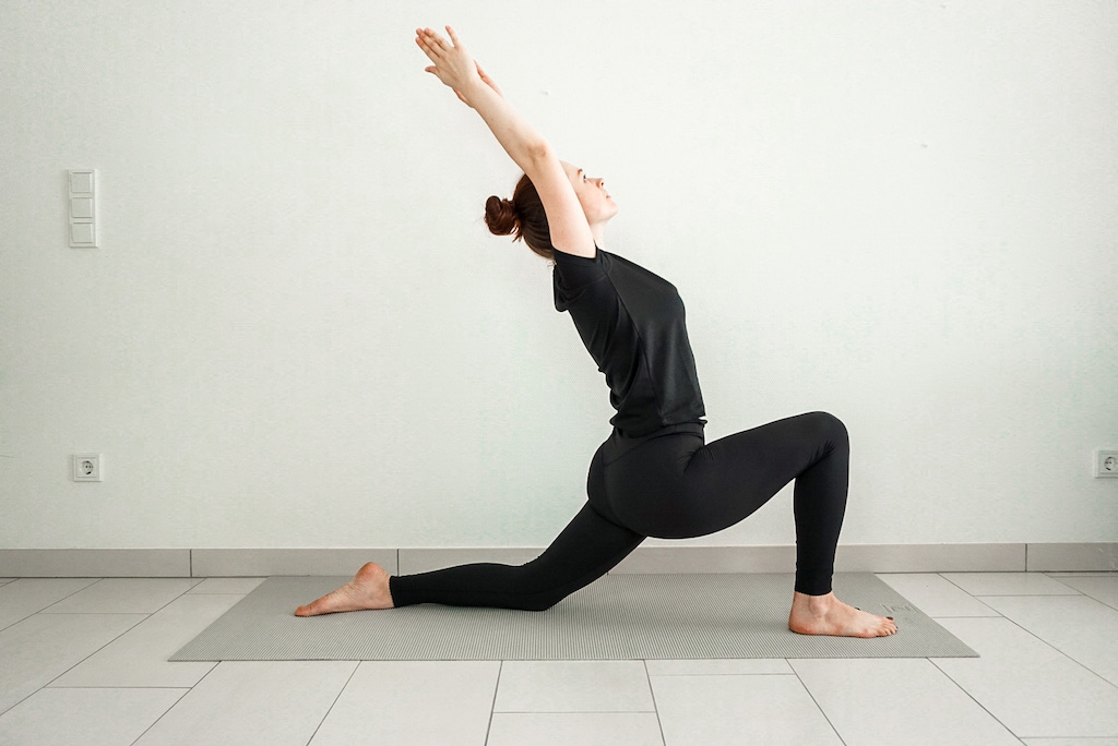 yoga poses for tight hips low lunge
