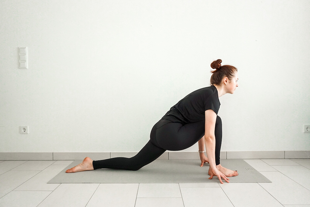 low lunge for beginners yoga poses for tight hips