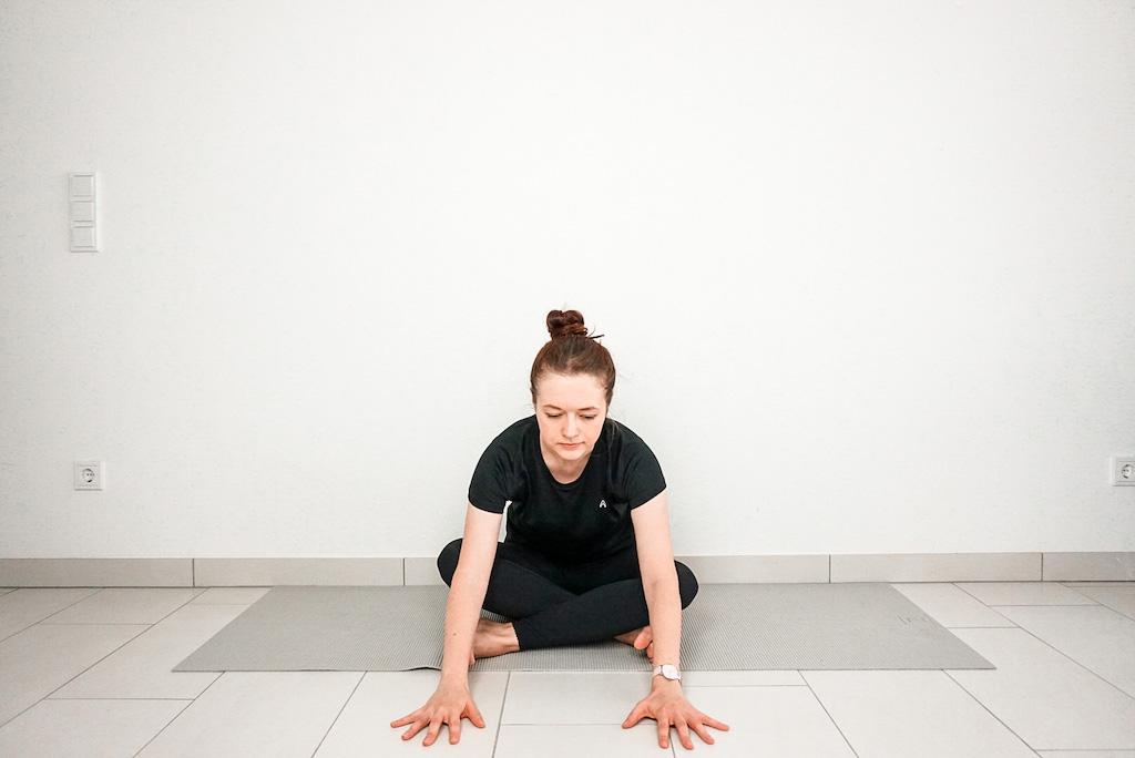 beginner yoga poses for tight hips