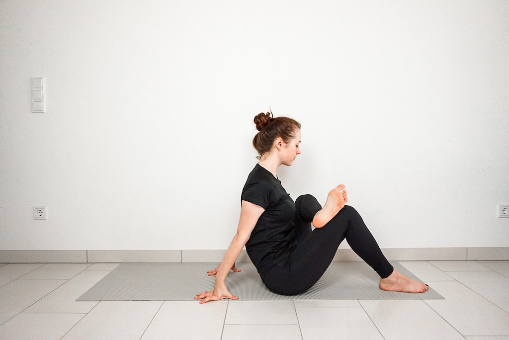 seated figure four hip stretch