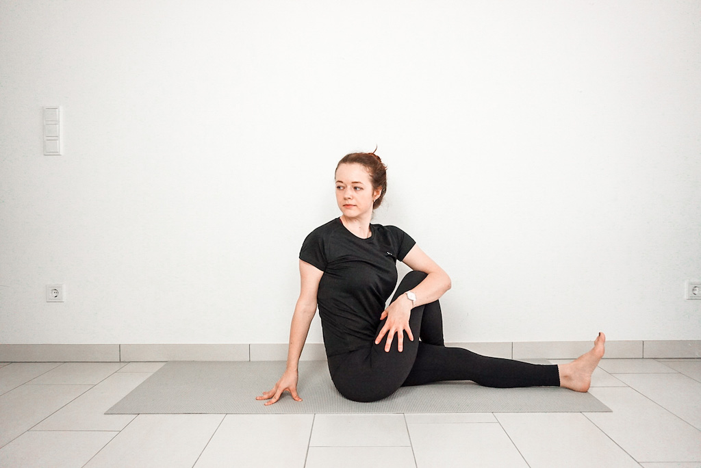 seated twist hip stretch